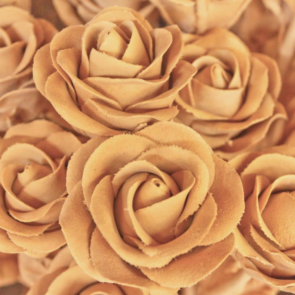 розы вырезанные из дерева